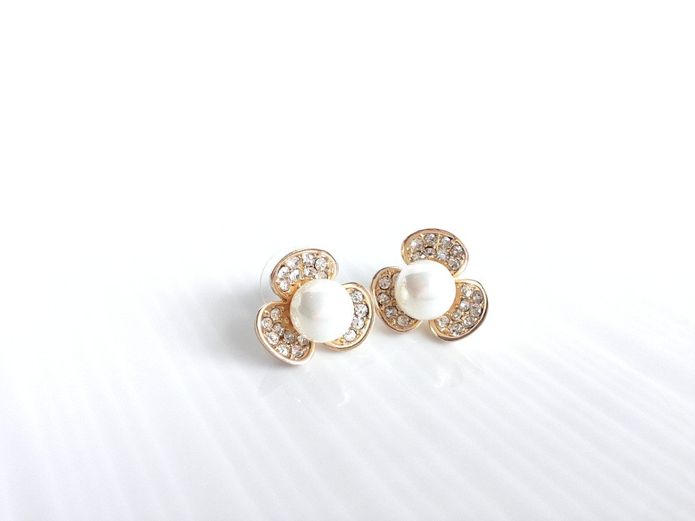 Pearl Stud Earrings Crystal And Pearls Flower Studs
